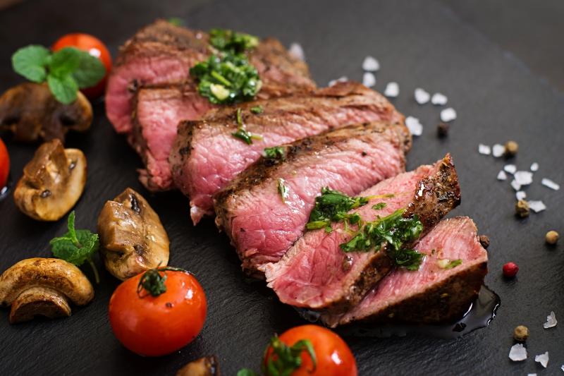 熟成肉會比較好吃?什麼是乾式熟成、濕式熟成?不同作法讓風味大不同